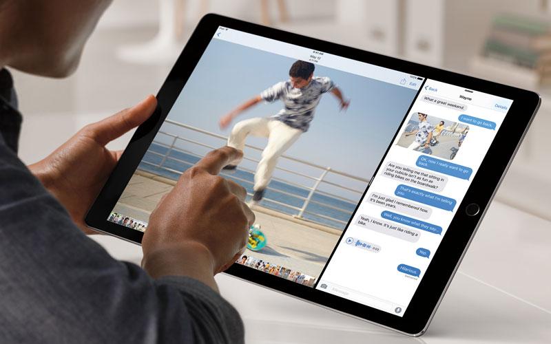 Eftersom Ipad Pro är exakt lika stor som två Ipad Air känns det väldigt  naturligt att dela upp skärmen och lägga två appar bredvid varandra. 9156a15891d3d