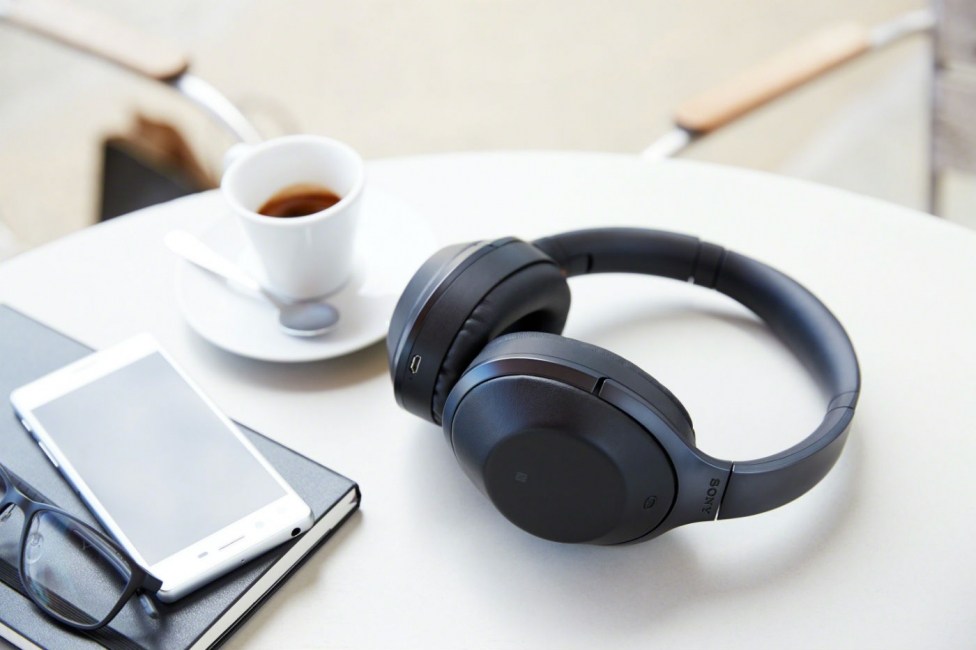 Sony MDR 1000X table